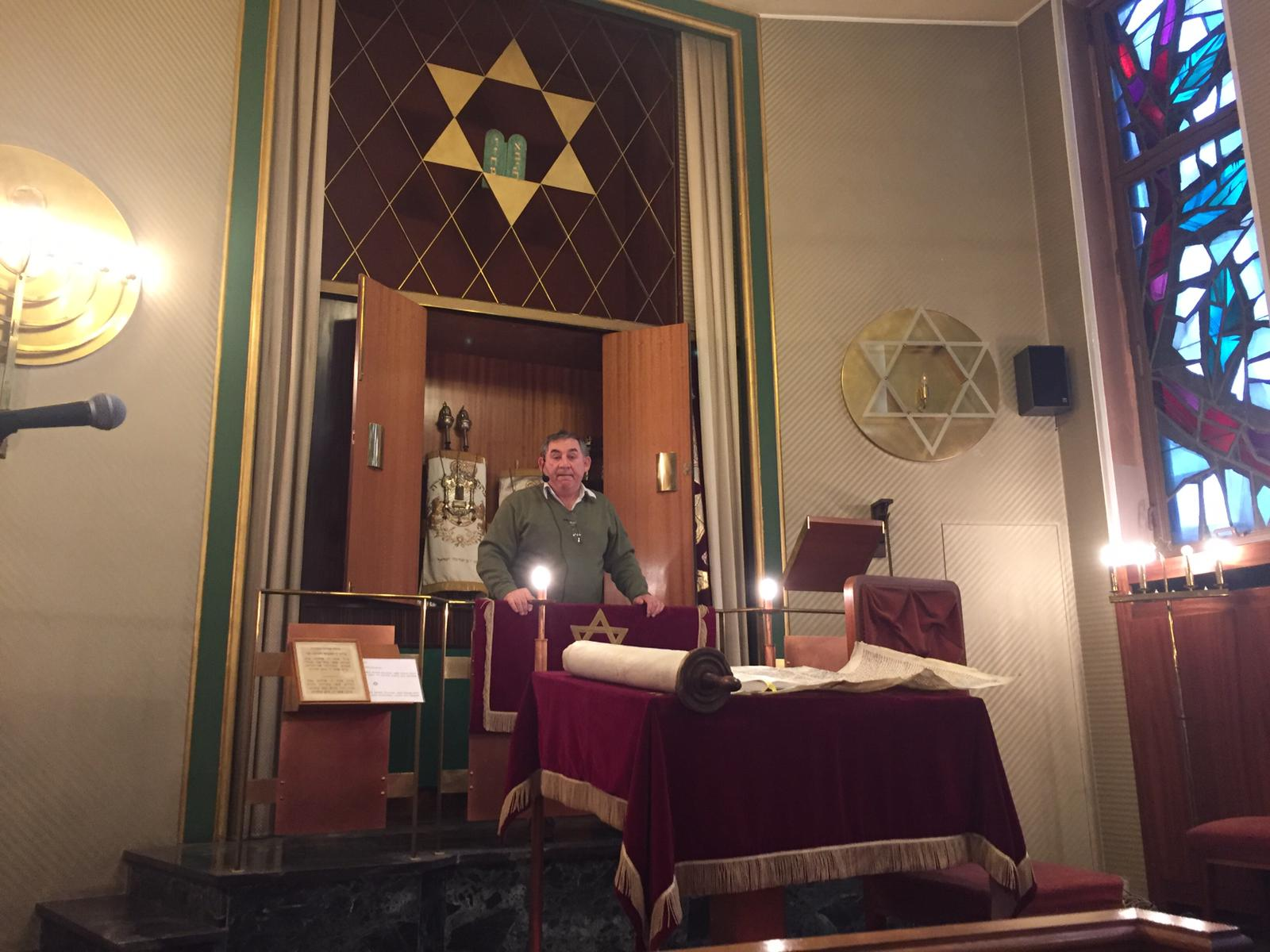 Synagogue: Community president Alexander Kogan explains the history and shows the torah scrolls
